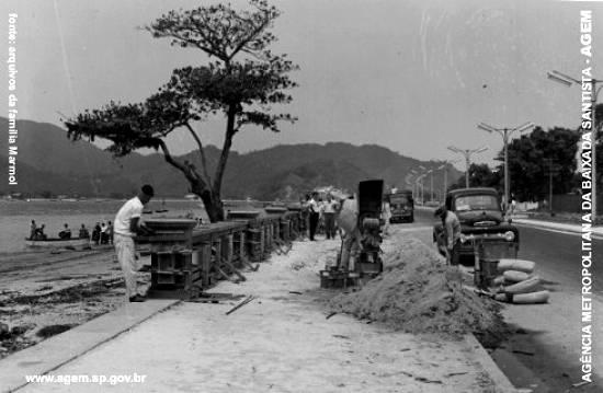 Histórica Ponta da Praia, muretas sendo construídas