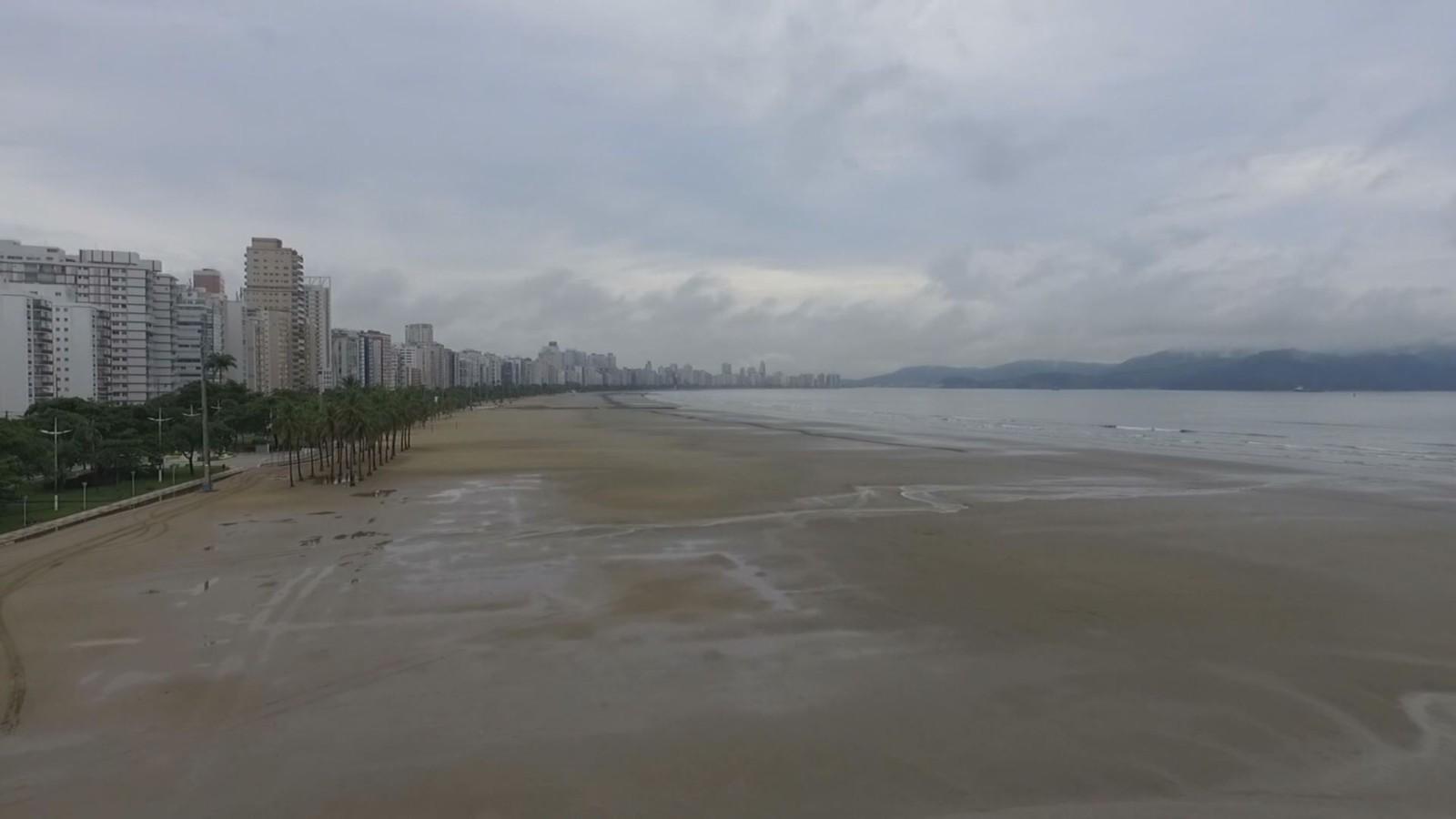 Corona esvaziam praias de Santos